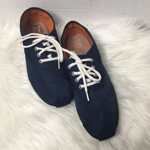 Toms Men's navy blue lace up sneakers 10.5